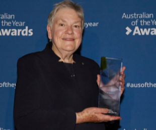 Dr Sue Packer receiving Australian of the year award